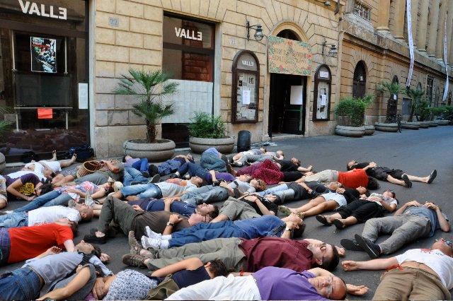 teatro-valle-occupato-strage-bologna