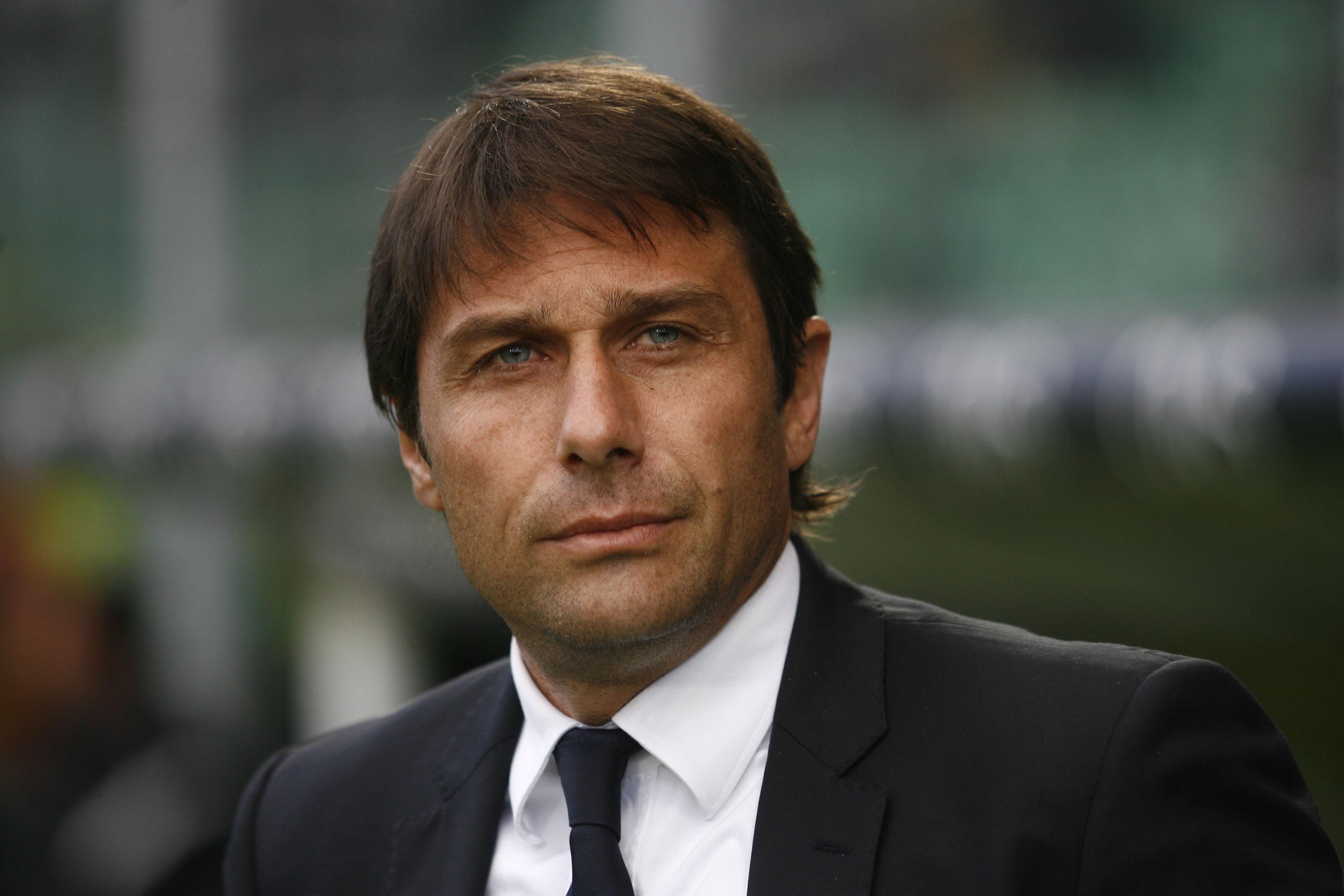 Juventus's coach Antonio Conte reacts du