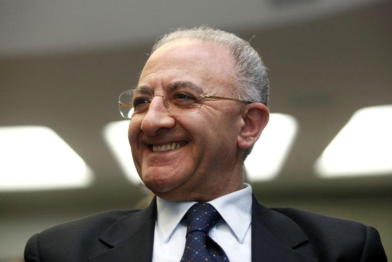 vincenzo-de-luca-sorride