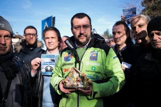 Presidio all'Istituto Garofani di Rozzano con Matteo Salvini e Mariastella Gelmini